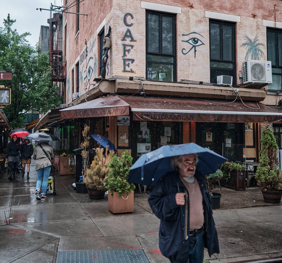 Another Rainy Day in the City... #nyc #eastvillage #cityliving #citylife #rainyday #umbrellashots #street #streetlife #reallife #socialphotographyissocialwork #streetvibes #relate #appreciate #communicate #makewonderfulphotographs #fujifilm #xpro3images #xpro3 https://t.co/H04cnpwaIr