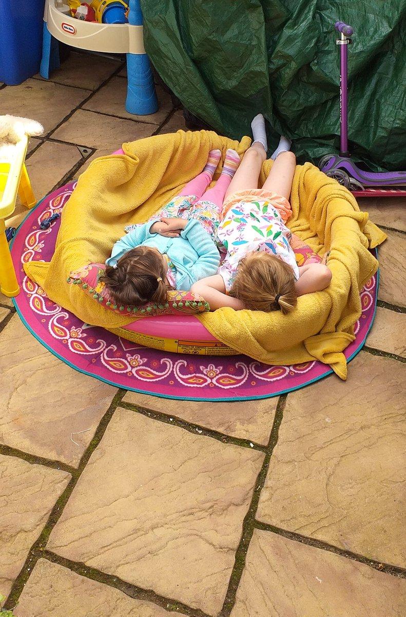 Repurposing the paddling pool ...looks comfy 🤷♀️😁 #summer #outdoor #cityliving https://t.co/1MEtiz2bCI