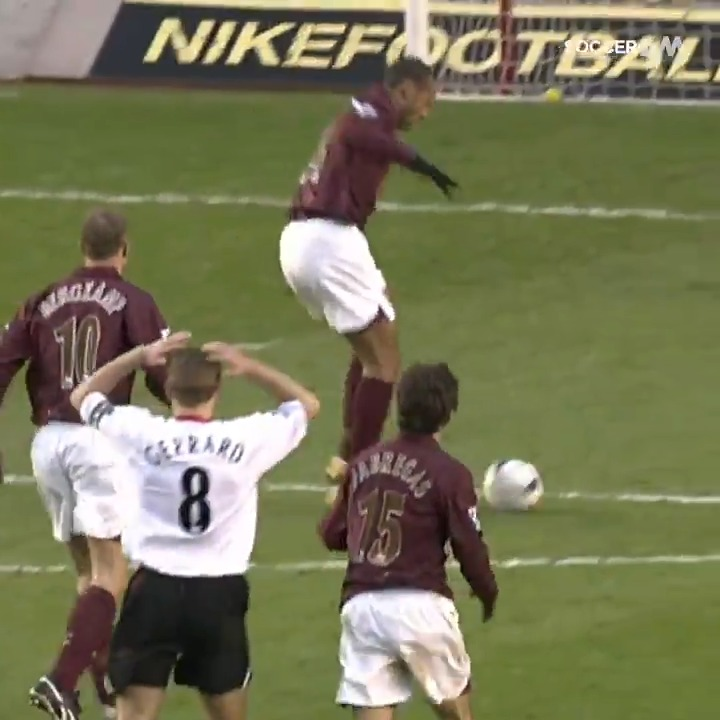 Rio Ferdinand 🤨 Phil Jones 😅 Steven Gerrard... TWICE! 😬  A collection of some of the WORST back-passes in the Premier League! https://t.co/DiQw846yI5