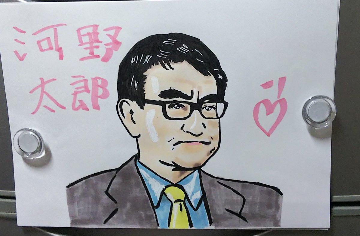 #ごまめアートクラブ #河野太郎 #似顔絵 こちら向きの顔は、なんだか描きにくいなあ。 あと、個人的にですが…閣下のアイコン画像ありますよね。あれも苦手なんだよな。 https://t.co/x7waeMTA3w