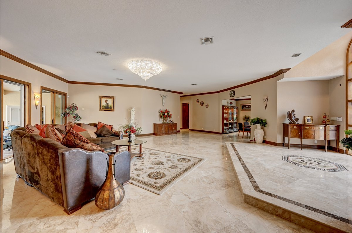 💥 Stunning 5/4/3 Estate Home in highly sought after guard-gated Eagle Trace!  📲 Call Laura Sanders at 954-650-0827 (No obligations). Preview by appointment only!  #coralsprings #coralspringrealestate #houseforsale #laurasanders #townhouse #home #homesforsaleflorida https://t.co/71XUOHmV6q