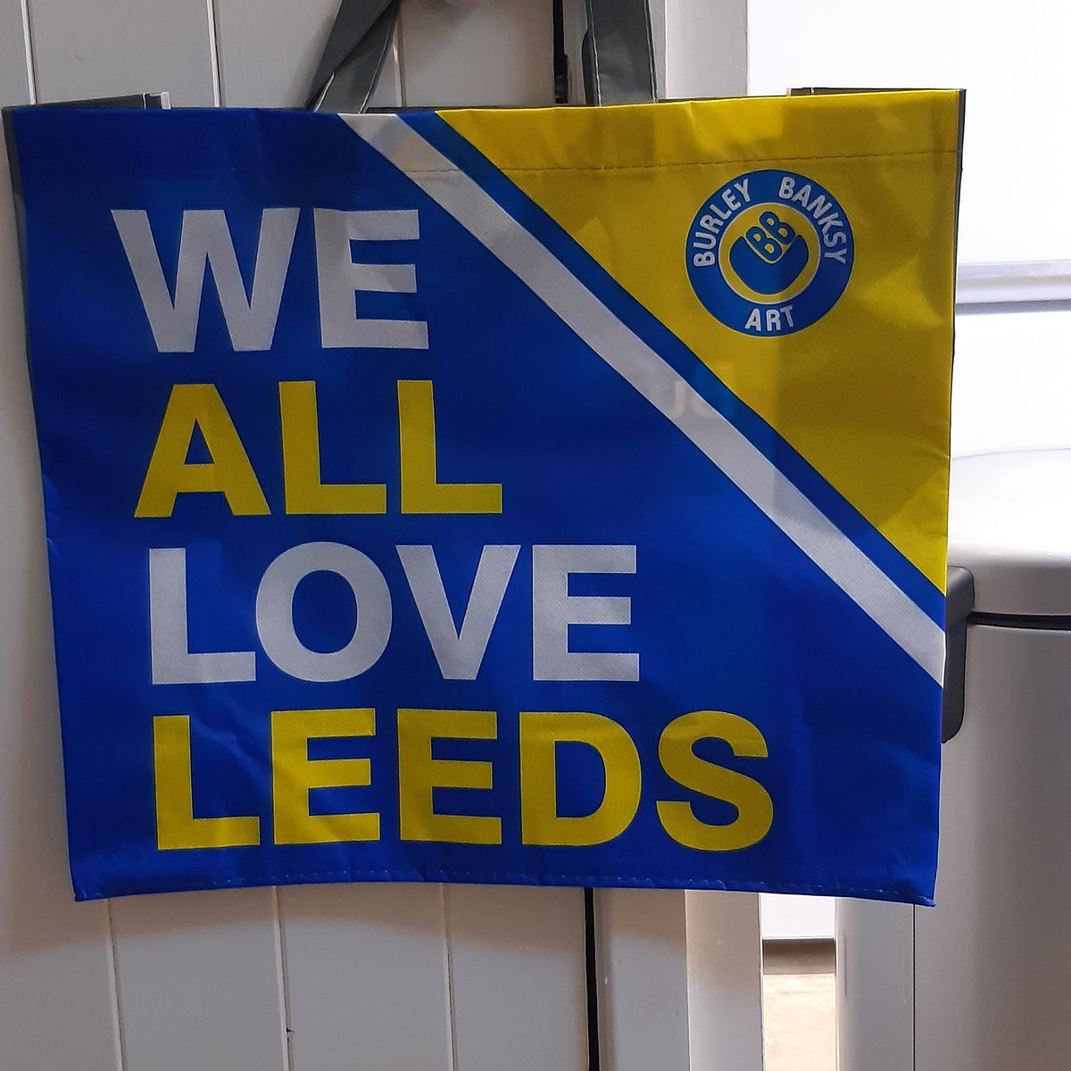 100 of these posted to Norway today.  All Oslo Aren't We. Plenty still left in Leeds CoOps at Cardigan Road, Burley Street and Merrion Way. All profits to @MartinHouseCH  #lufc https://t.co/CPNv5Ej261
