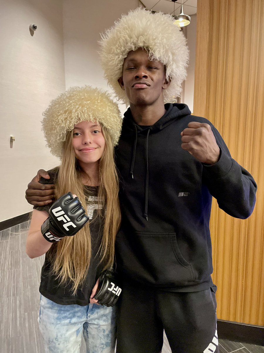 And still ufc champion Israel Adesanya . I ran into @stylebender the day after his title defense and He is honestly one of the nicest guys ever to the fans. He went the extra mile to interact and talk with all his fans after the fight and I really respect how kind  he is #ufc263 https://t.co/BqzUX9MU0i