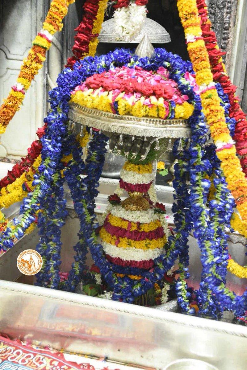 आज दिनाँक 14-06-2021 को श्री काशी विश्वनाथ मंदिर में शयन आरती के दर्शन।  #ShriKashiVishwanath #Shiv #Mahadev #Baba #ShayanAarti #Temple #Nyas #darshan #blessings #Varanasi #Kashi #Trust #Jyotirlinga https://t.co/3E7ReBEbEf