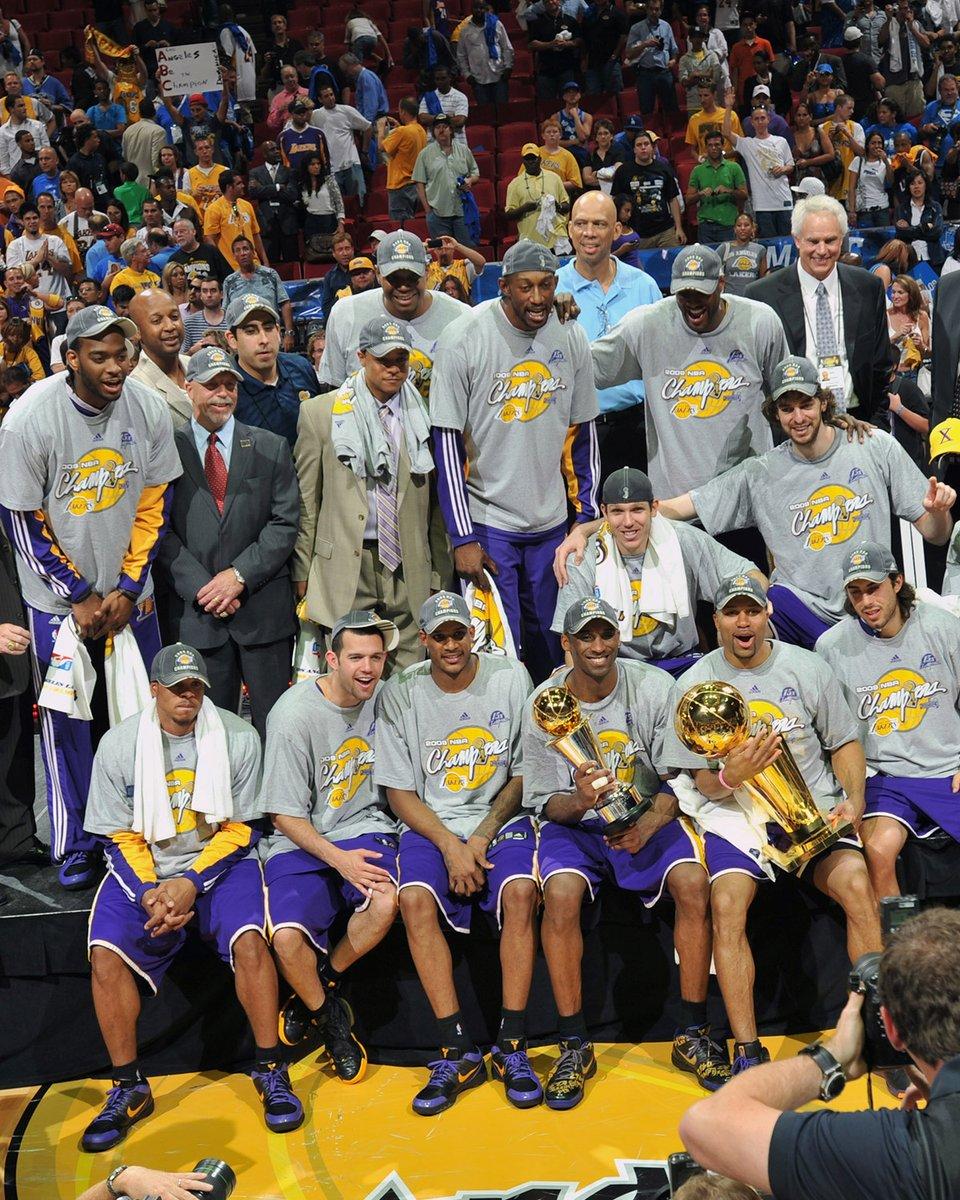 14/06/2009: os Lakers venciam o Jogo 5 contra o Magic e conquistavam o 15º título da franquia! Kobe era eleito o MVP das #NBAFinals pela primeira vez na sua carreira. #OTD #NBAHistory #NBAVault https://t.co/Kdh8xFbbO8