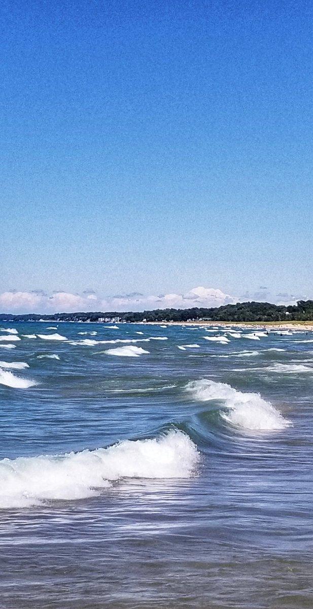 Fun girl's day at the lake. #LakeMichigan #lakelife #waterphotography #beach #beachlife https://t.co/kCq8KcLpkb