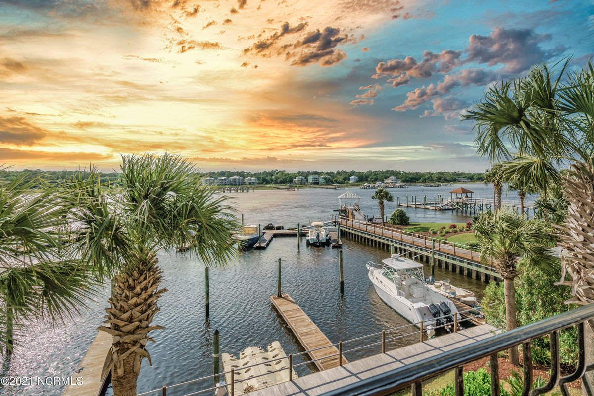 Do you ever see a view and your mouth just DROPS? That's how we feel every time we look at this picture of 421 Marina Street located in Carolina Beach.  #CarolinaBeach #CarolinaBeachNC #NCBeaches #BeachHouse #BeachViews #Intracoastal #IntracoastalNC #BeachLife #CoastalNC https://t.co/0Il11SYwJF