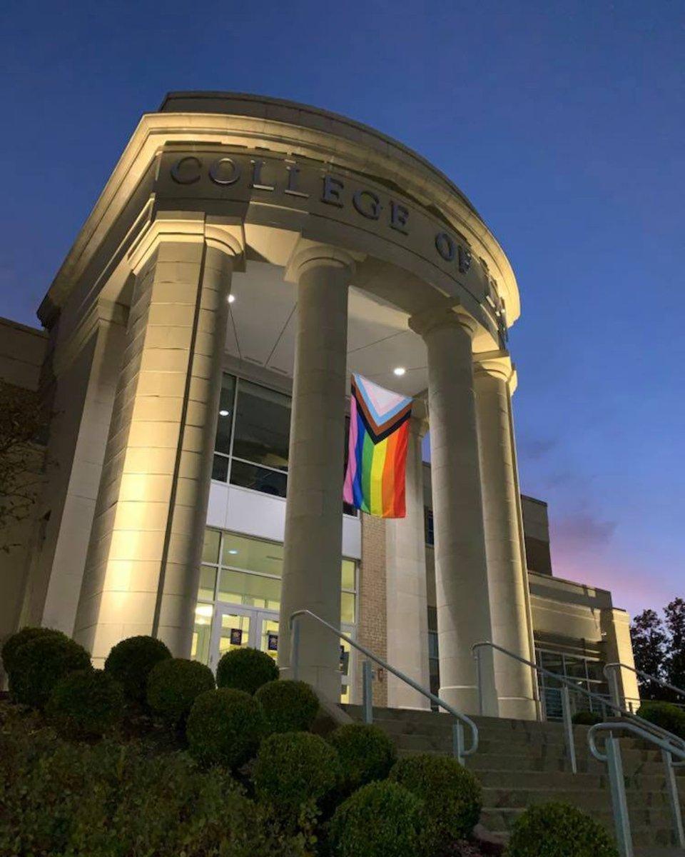 We hope everyone had a good Monday! In honor of #PrideMonth, please enjoy this throwback to WVU Diversity Week 2019 🌈   #OneWVU #WVU #InstaWVU #InstaGood #Pride #LetsGo https://t.co/eFHN5oonmJ