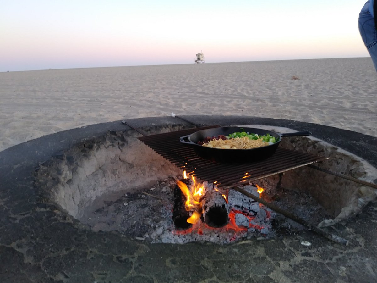 Cooking dinner at Huntington Beach! I think it's been two years since I'd been there due to last summer's quarantine. #firepits #beachlife #HuntingtonBeach https://t.co/GpsuHCxJfR