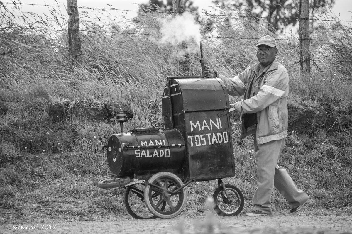 ...el pequeño #tren.... el del maní......dulce ... salado..... #memoria que se resiste a desaparecer, la #ciudad y sus #habitantes  (#fotografia 201 #Llanquihue) https://t.co/38GKrPjMi3