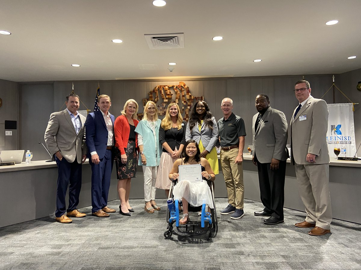 Congratulations to @ChelseaStein19 and @KleinCollins Coaches @LeaderHarper & @Coach_RBradshaw! Chelsea has left her legacy at KCHS & continues to inspire all those around her with her joyful spirit & determination. We wish you all the best in your future endeavors! #KleinFamily https://t.co/10xjFRLpRS