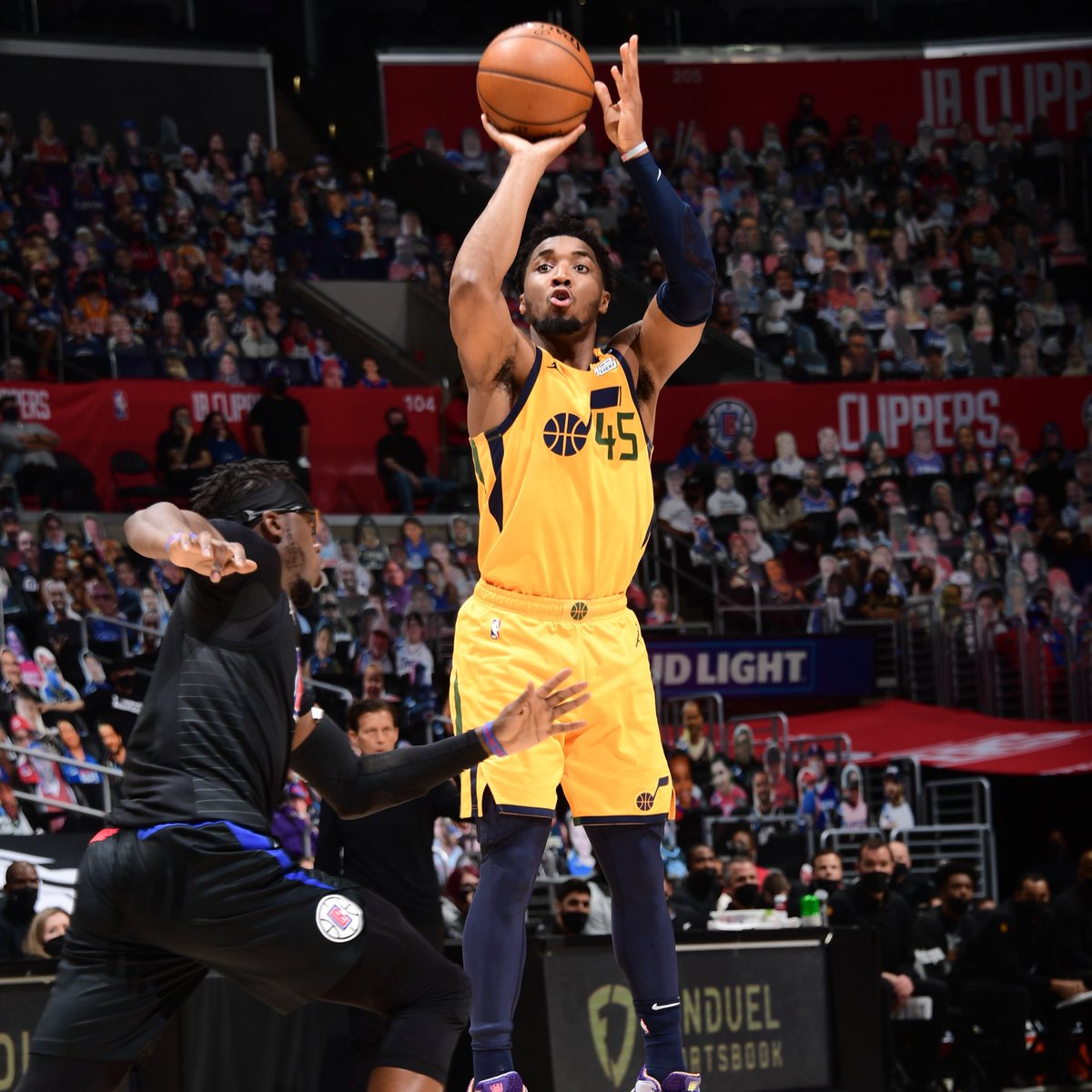 Donovan Mitchell is the third player in NBA history to make 5+ threes in 5 straight postseason games, joining Steph Curry (2015) and Klay Thompson (2016). https://t.co/uGA1kIWQDd