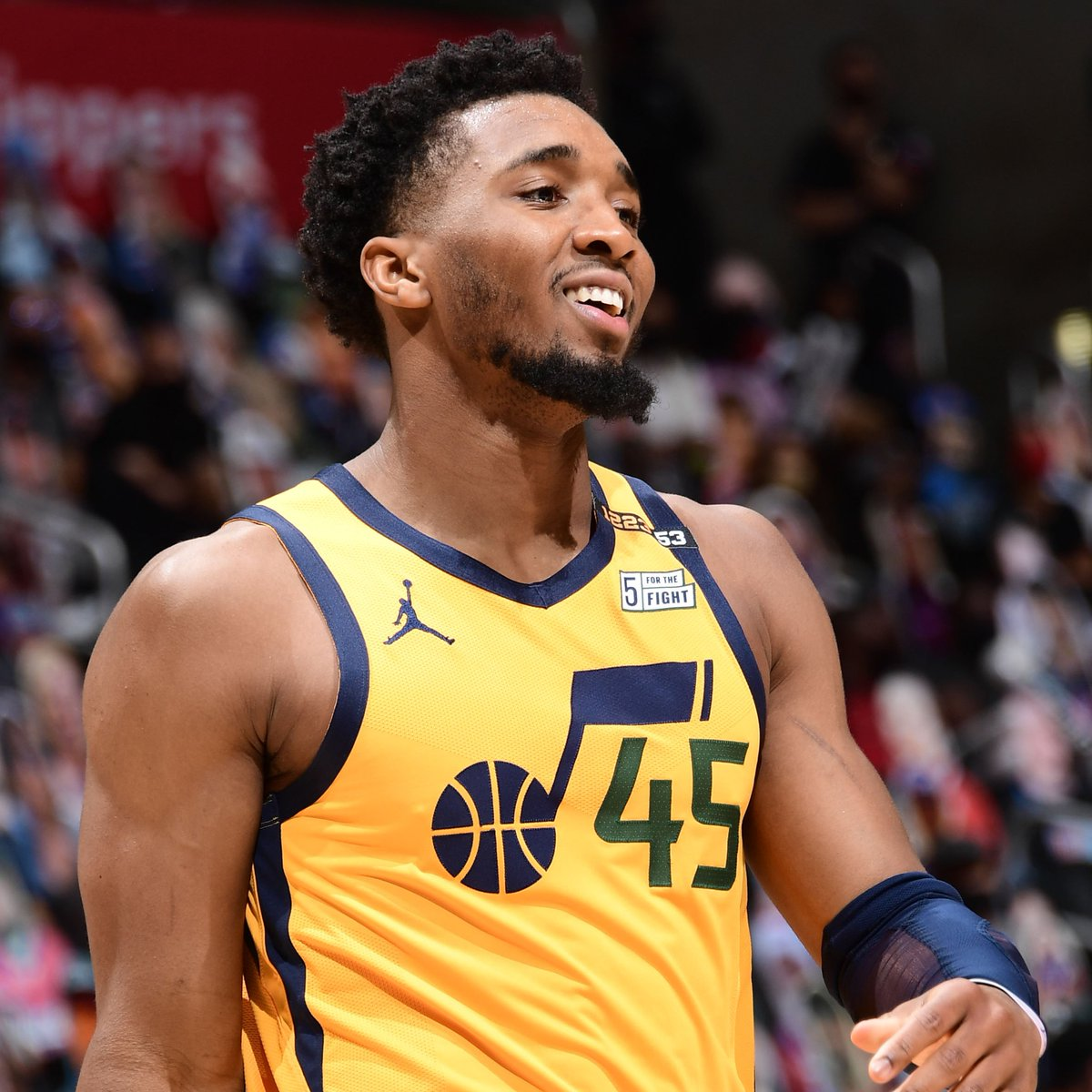 Donovan Mitchell has now recorded 30+ points in 6 consecutive playoff games, tying Karl Malone for the longest streak in @utahjazz franchise history. @EliasSports https://t.co/OHnmbX4xig
