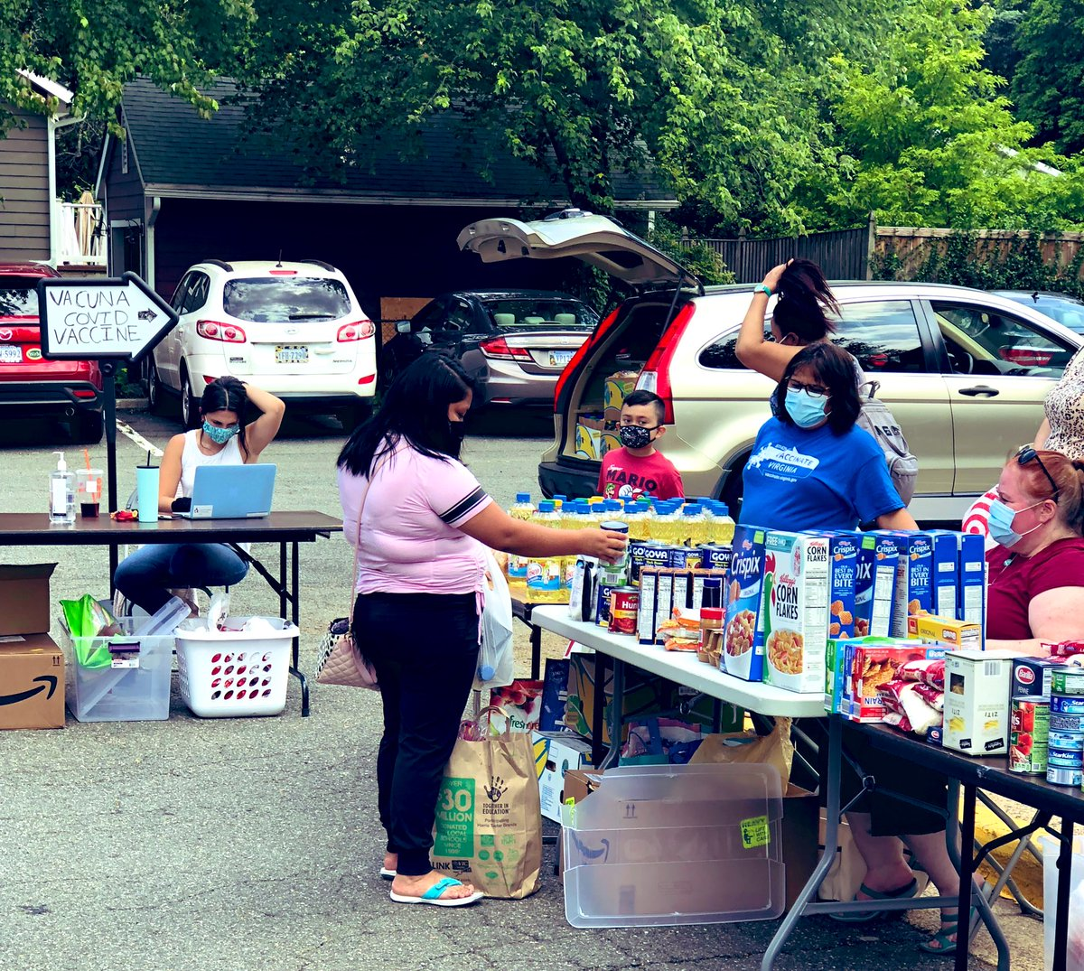Barcroft's PTA & <a target='_blank' href='http://twitter.com/CISBarcroft'>@CISBarcroft</a> providing supplies and friendship on our final distribution of the school year. Thanks for a phenomenal job. <a target='_blank' href='http://search.twitter.com/search?q=TeamBarcroft'><a target='_blank' href='https://twitter.com/hashtag/TeamBarcroft?src=hash'>#TeamBarcroft</a></a> <a target='_blank' href='http://twitter.com/BarcroftEagles'>@BarcroftEagles</a> <a target='_blank' href='http://twitter.com/APSVirginia'>@APSVirginia</a> <a target='_blank' href='http://twitter.com/GabyRivasAPS'>@GabyRivasAPS</a> <a target='_blank' href='http://twitter.com/krumbiegelgirl'>@krumbiegelgirl</a> <a target='_blank' href='https://t.co/VKVZ2lEpqf'>https://t.co/VKVZ2lEpqf</a>