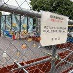 高田馬場駅前の広場が封鎖されたけど?カップルたちが金網に錠前を付け始める!