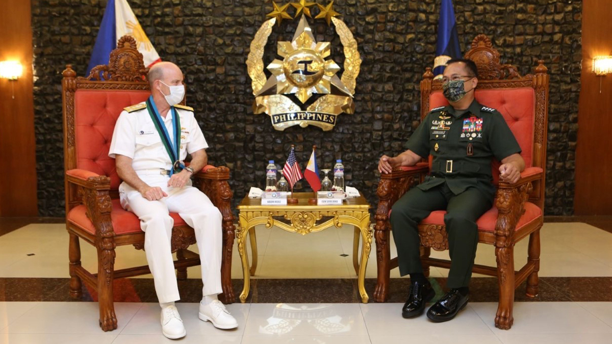 .@US7thFleet commander visits Philippines, reaffirms strong bilateral ties: https://t.co/w5b628VlSs #NavyPartnerships https://t.co/Ss1iA5zbpV