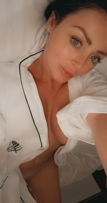 Come chat with me alll day on https://t.co/3jyTE1PoRX  https://t.co/ElFyEAZGCd 💕💕💕💕 https://t.co/FKm