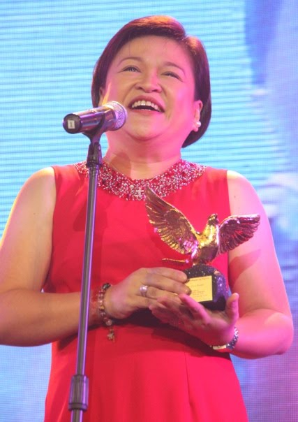 Winnie Cordero accepting her award in RED. https://t.co/r34nLGs3A6