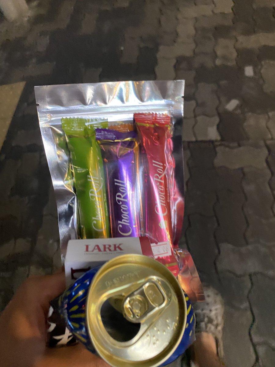 test ツイッターメディア - 中野でチョコレート買わされた。 コロナで大変なんだと。 お互い頑張ろうぜフィリピーナ。  #じーつー最高 https://t.co/jLxkRQw4Oz