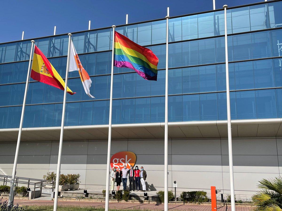 En GSK mantenemos un fuerte compromiso con la igualdad, el respeto y la diversidad. En el marco del #Orgullo2021 y reforzando iniciativas como nuestro grupo #Spectrum, hoy hemos alzado la bandera #LGTB. ¡Porque fomentar una cultura inclusiva es una prioridad para nosotros!🏳️🌈 https://t.co/cQfrvhKjjS