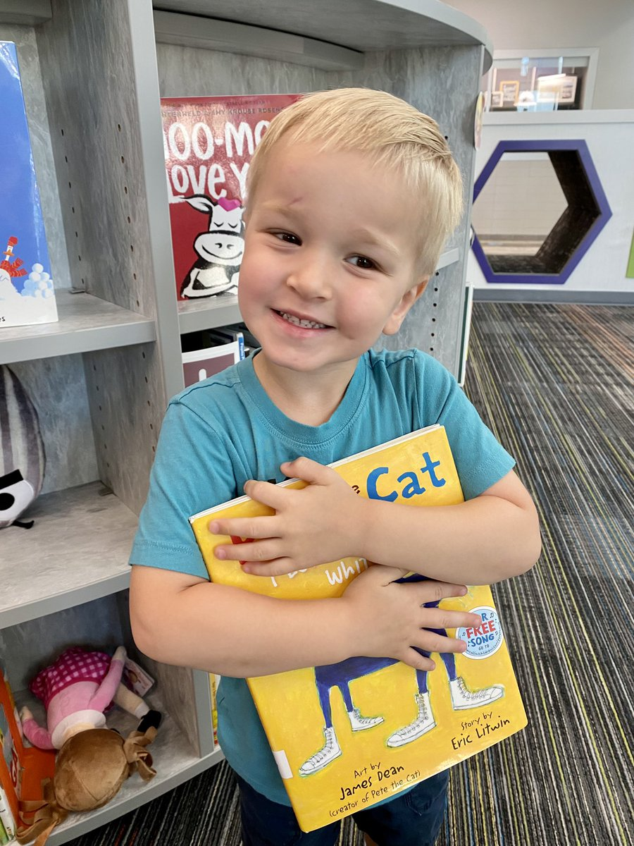 This future @FoxKISD cub 🦊 LOVED maker space at @FoxLibraryKISD today! He was so excited to bring a library book home ❤️ https://t.co/Ka9zT5ZfAF