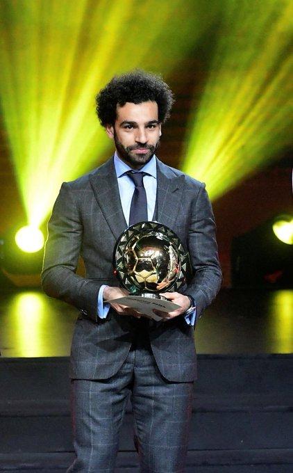 4⃣ يحقق لقب أفضل لاعب في إفريقيا لعامين