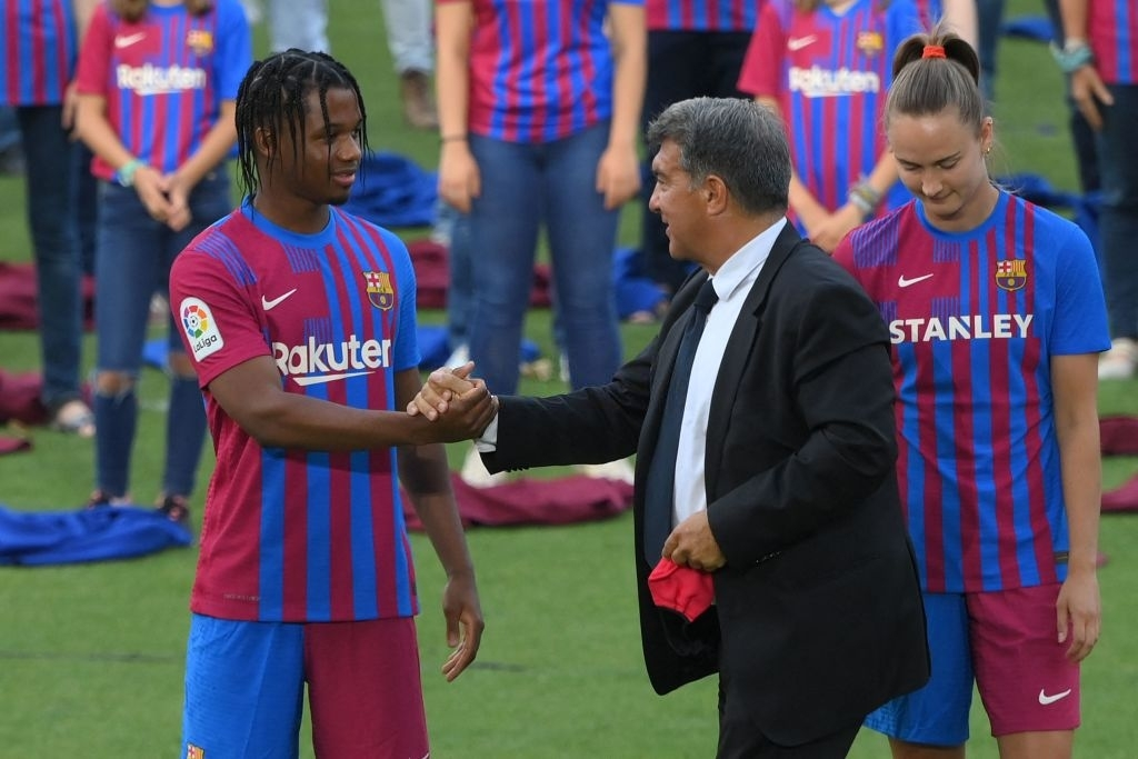 RT @BarcaUniversal: We all want to see you back in action, Ansu. https://t.co/srHRCGOKv6