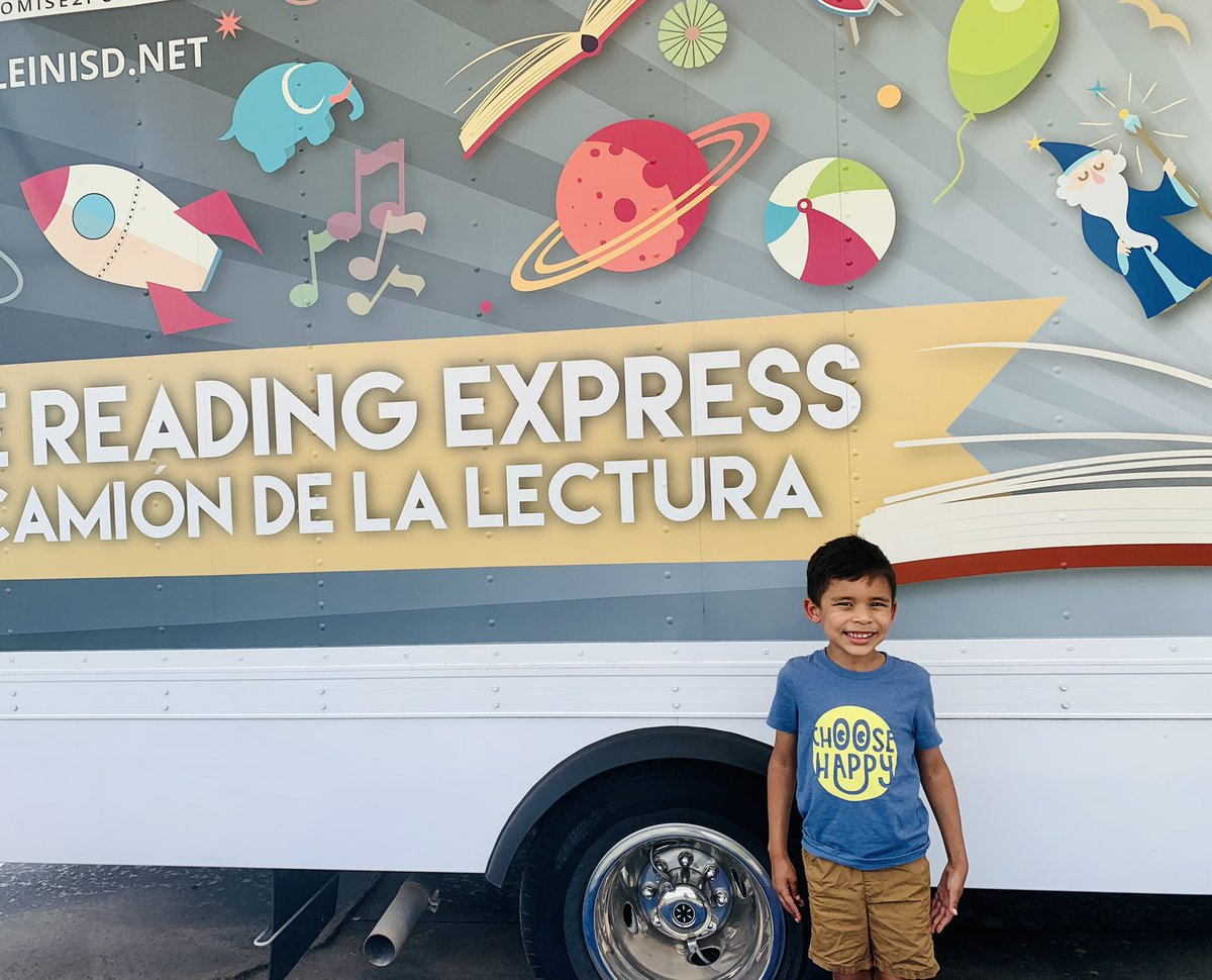 We had a great time at @KleinISD's Reading Express! We got to hear a story, check out our own books, and do a craft! #KleinReadingExpress https://t.co/Vyrd6goVDG