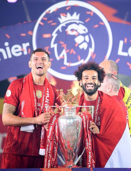 8⃣ يحقق لقب الدوري الإنجليزي الممتاز الذي