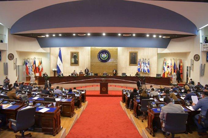 Reformas a 23 leyes dan más control de instituciones a gobierno de Bukele