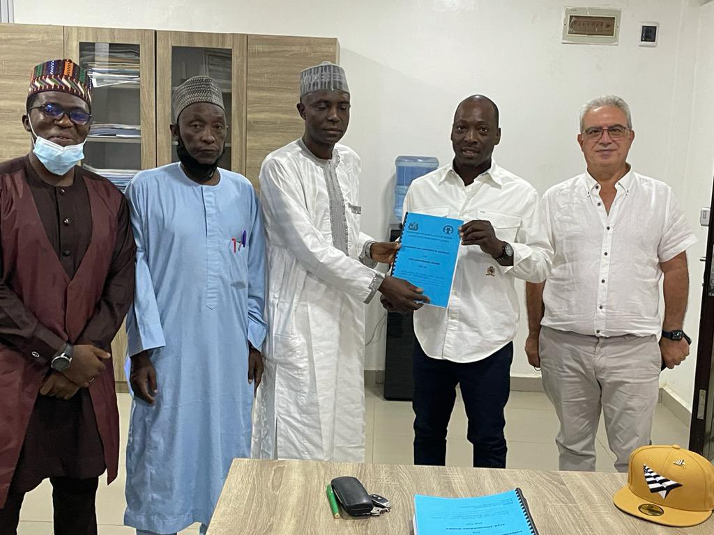 New Project Alert 🚨 Signing of the contract agreement for the installation of traffic lights🚦at 41 intersections within Kaduna state. #KadunaUrbanRenewal