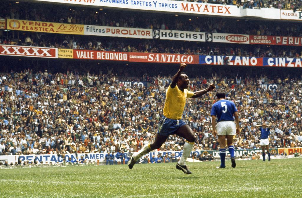 Pelé with some #FridayFeeling! 😀 https://t.co/zGrJRq1F4Z