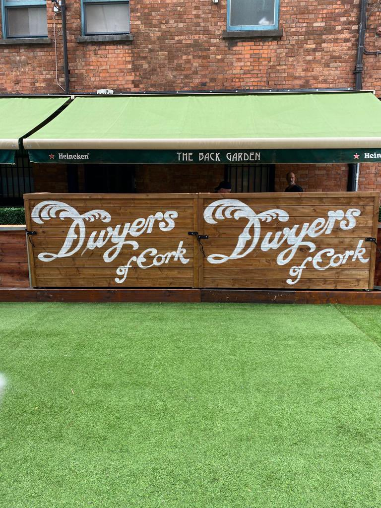 It's all coming together now 🥳🤩#3daystogo #welcomebackcork #outdoordining #alfresco #corkpubs #purecork #dwyersofcork https://t.co/ogt3G053Vr