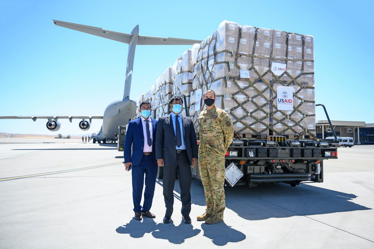 An honor to host Ambassador Islam and show our aerial port in real time as #TeamTravis palletized and loaded critical supplies via C-17...all bound for Bangladesh in their fight against COVID-19 @DeptofDefense @StateDept @AirMobilityCmd @US_TRANSCOM @State_SCA @usairforce @USAID https://t.co/kIdHY7tyT9
