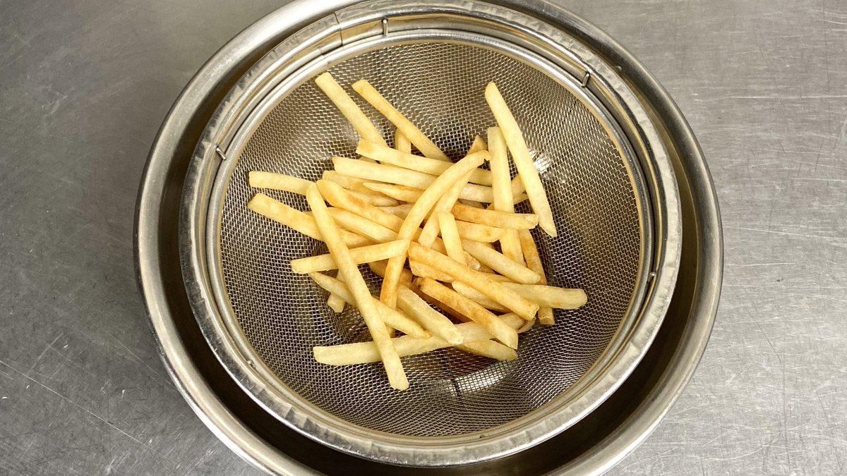 揚げ焼きにしてまぶすだけ!小腹が空いたときなどに良さそうな冷凍ポテトレシピ!