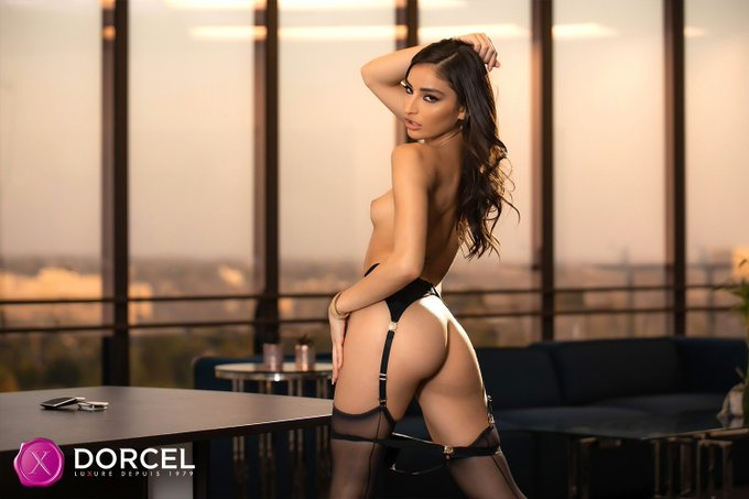 1 pic. I look cute with cock in my mouth😋  New scene for @dorcel 🖤✨💫 https://t.co/U0pWZNHKid