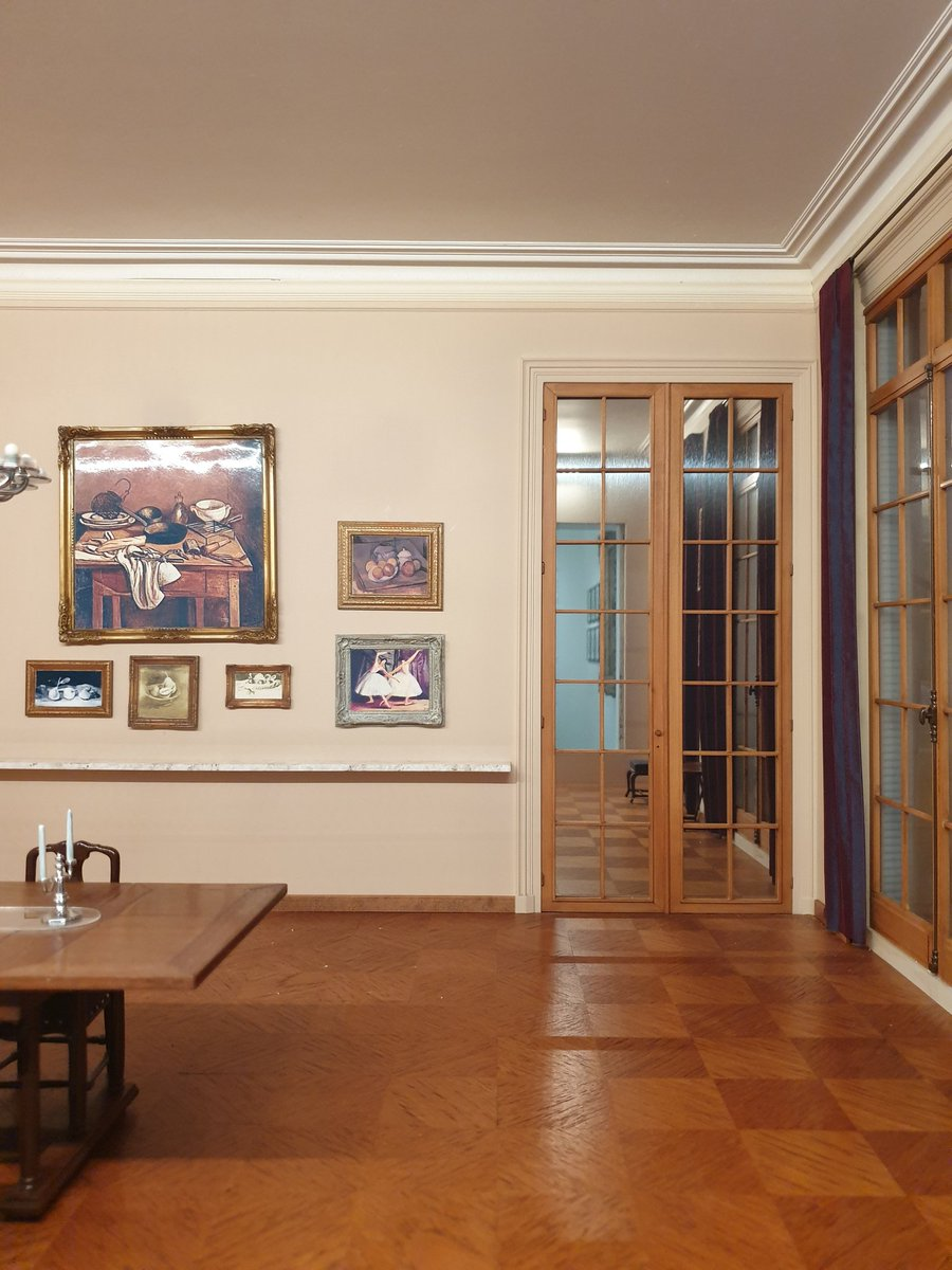 Another for @NatashaRandall on the miniature theme: Paul Guillaume's dining room, 22 Ave Foch, c. 1930. A silent, pristine room that will never need cleaning and in which no one can ever set foot. Somehow appropriate that the Musée l'Orangerie is currently exhibiting Magritte. https://t.co/Q4k2JXxdT7