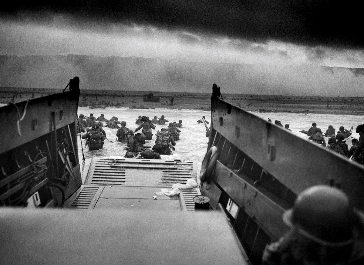 Landing on D-Day, today 1944:  #NARA https://t.co/hfipWFOMMT