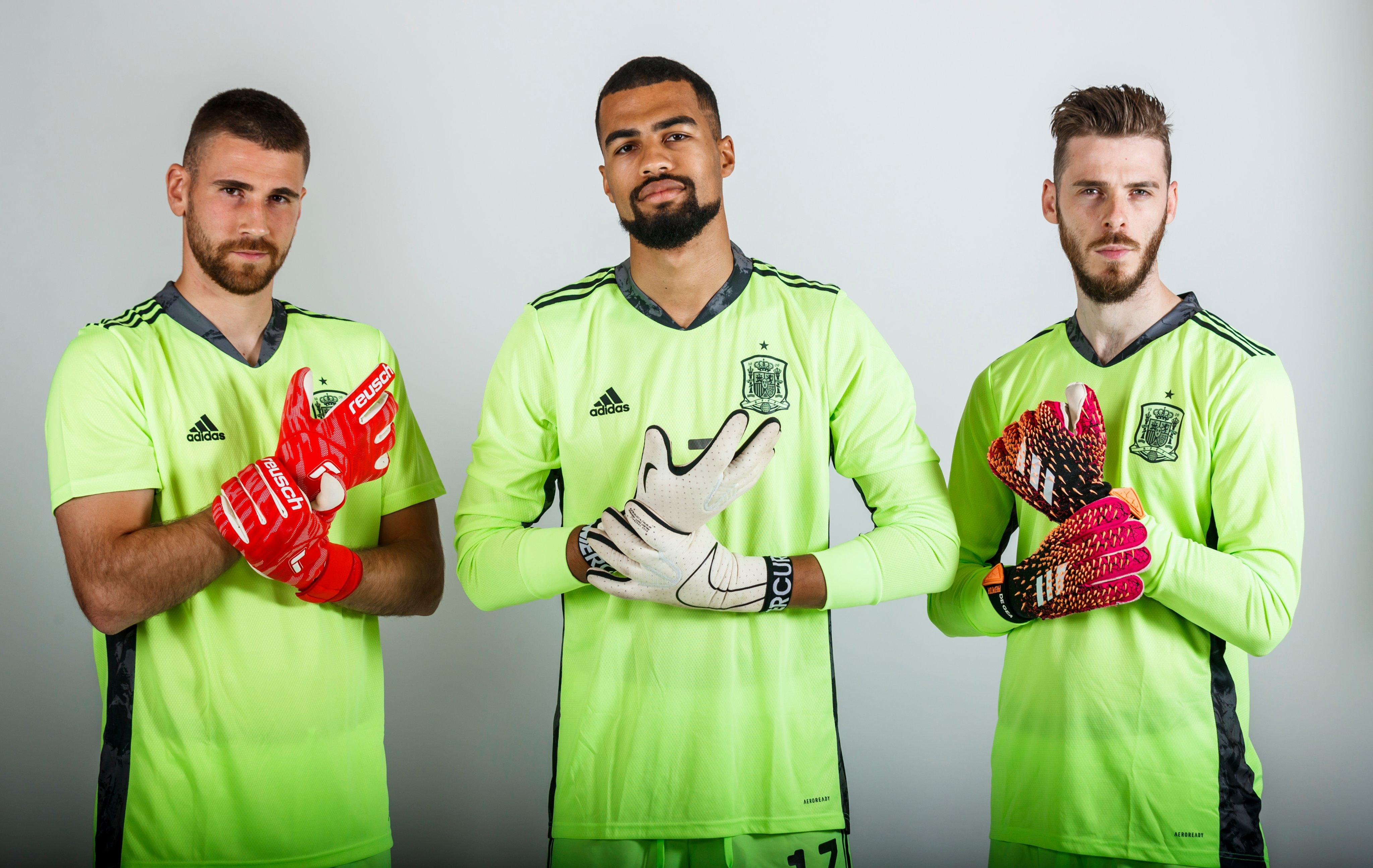 """Selección Española de Fútbol on Twitter: """"🛑 ¡¡NO PASARÁN!! 😏 Vale, lo  confieso. Me encantan estas fotografías. #SomosEspaña #EURO2020  https://t.co/xXL6WVjNwV"""" / Twitter"""