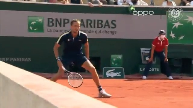 And he claims he isn't fond of clay 🤨  Medvedev swats the Shot of the Day by @oppo  #RolandGarros https://t.co/xYZo3co6Jr