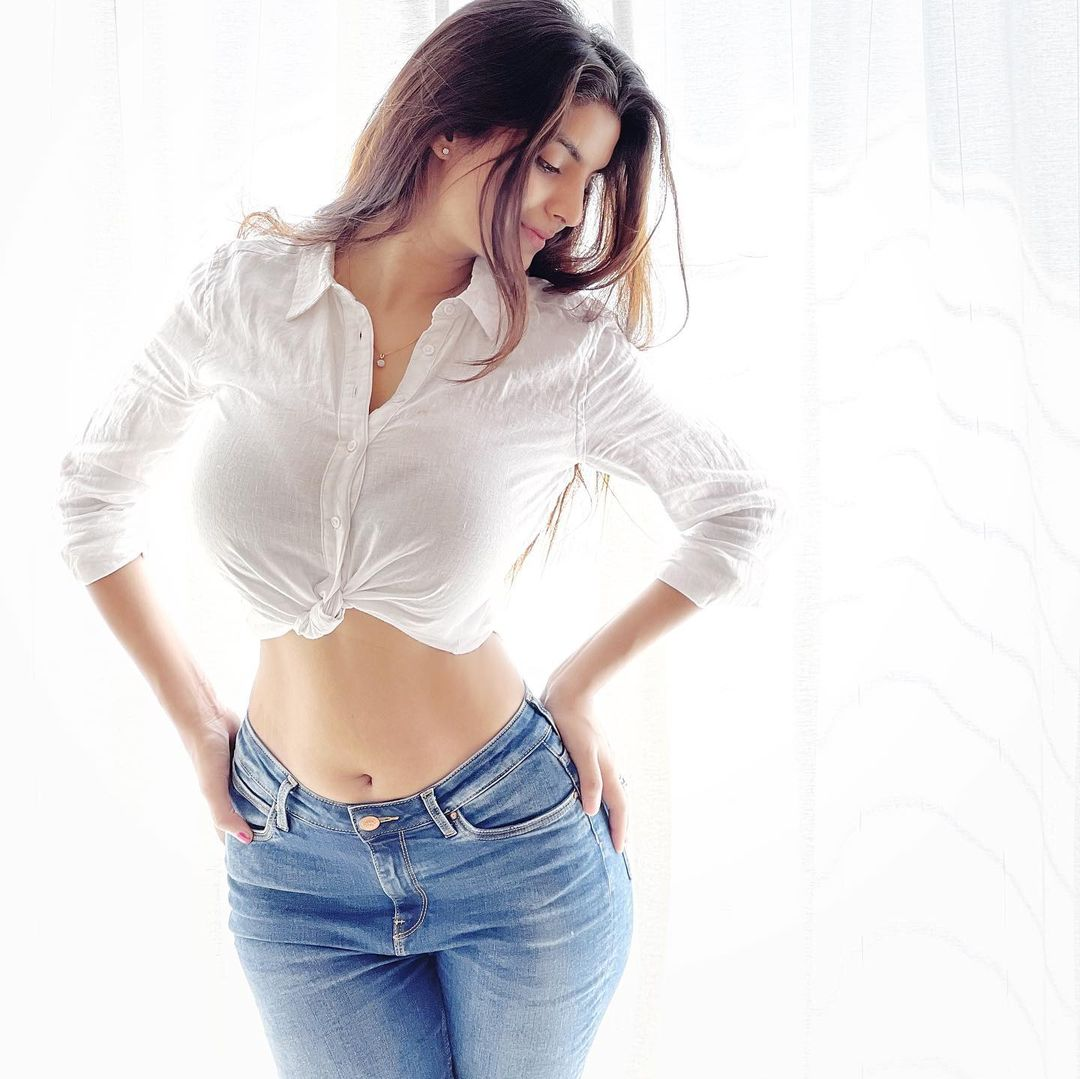 Anveshi Jain looks sexy in the white linen shirt and blue denim