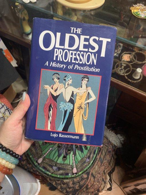Just found this book while strolling thru Laguna Beach 🌹 https://t.co/Lp98koVSrX