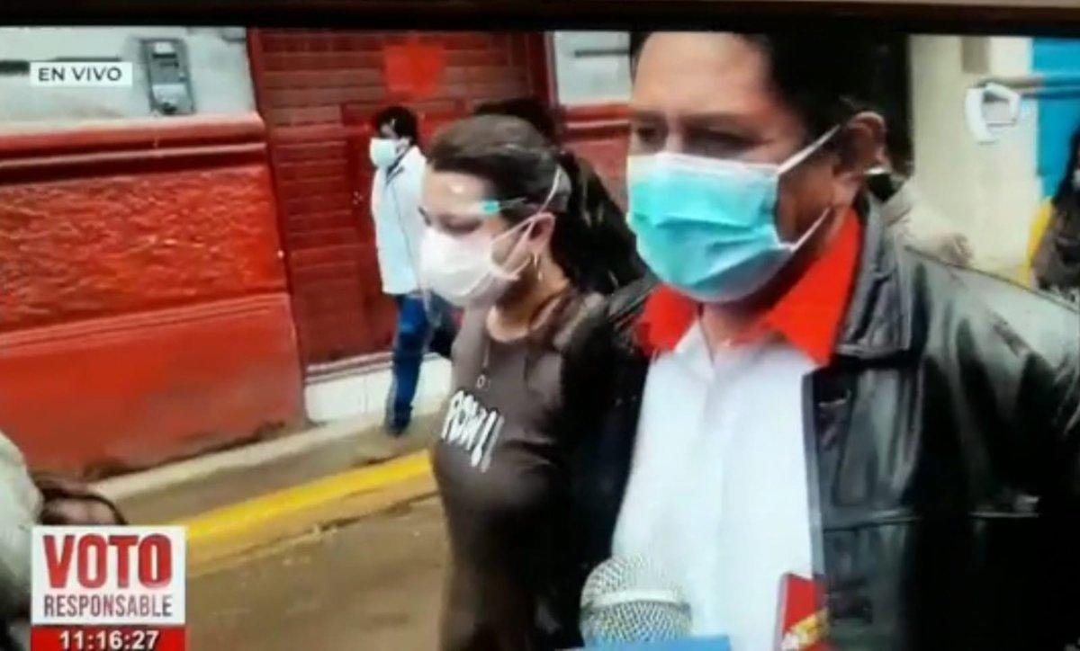 """Diestro's tweet - """"1. Cerrón yendo a votar, pisotea la ley (obvio, es un  delincuente condenado) 2. Un ciudadano peruano en España que no lo dejaban  ejercer su derecho a voto solo"""