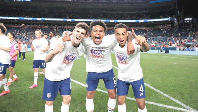 Pencetak gol Amerika Serikat Christian Pulisic, Weston McKennie dan Giovanni Reyna