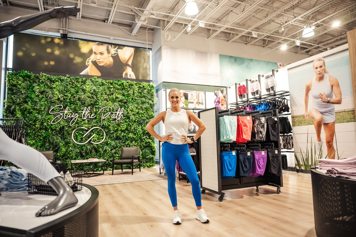 Had a great time at the grand opening of @DICKS  House of Sport in Knoxville and seeing the incredible @CALIAbyCarrie section! Kudos to all the ladies who joined #EveOverland and me for a sweat session to celebrate. And boy did we sweat! 😅💪 https://t.co/SAviRyppwP