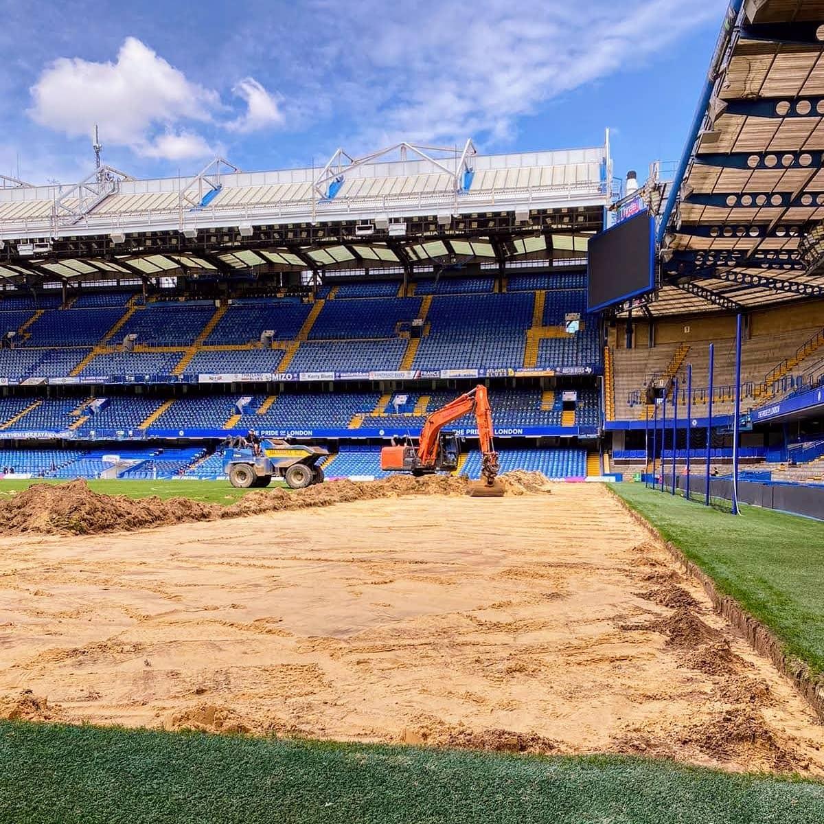 SISGRASS going in soon at Stamford Bridge! https://t.co/LvNFxb87Eb @ChelseaFC