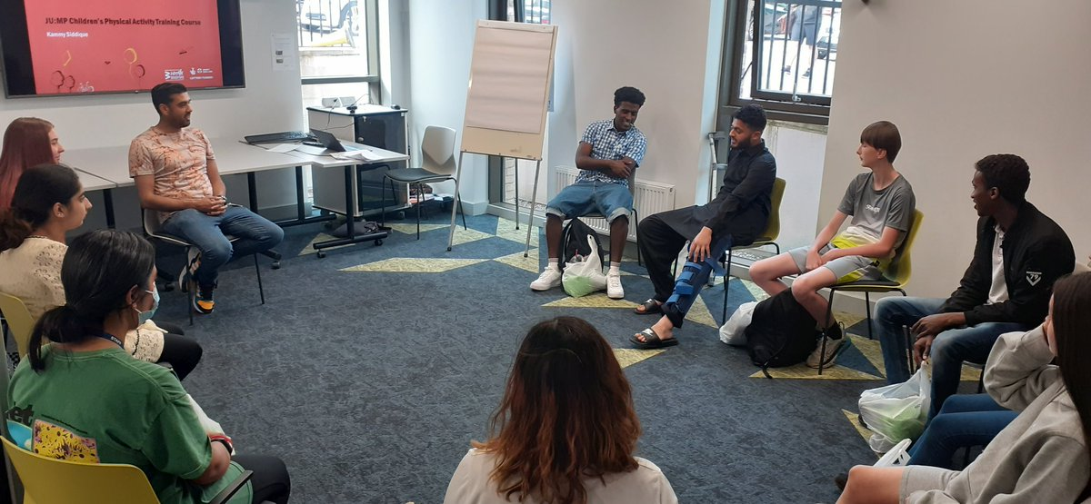 JU:MP Leads in @KammySiddique @JoinUsMovePlay physical activity workshop this evening. Lots of fun with #activebreaks ! - a JU:MP speciality #youngleaders #jumpleadsbradford