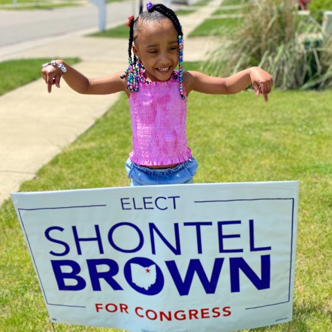 Do you have your yard sign yet? If not it's time to get it out and put it on display in your yard.  Click the link in bio to get yours TODAY!  #jointhejourney #shontebrownforcongress https://t.co/sYuUu4YCap