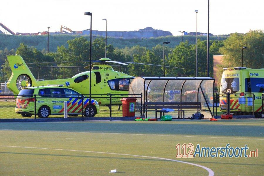 Hockeyspeler zwaargewond bij incident op veld in #Amersfoort. 112Amersfoort.