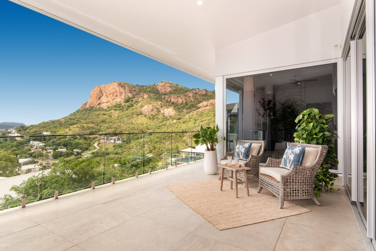 What a view 😍 stunning Castle Hill property with it all, photographed by Top Snap Townsville. . #topsnap #photography #realestate #realestatephotography #marketing #view #mountains #balcany #outdoors #castlehill #townsville #qldhomes #qld https://t.co/M2IdViu8pZ